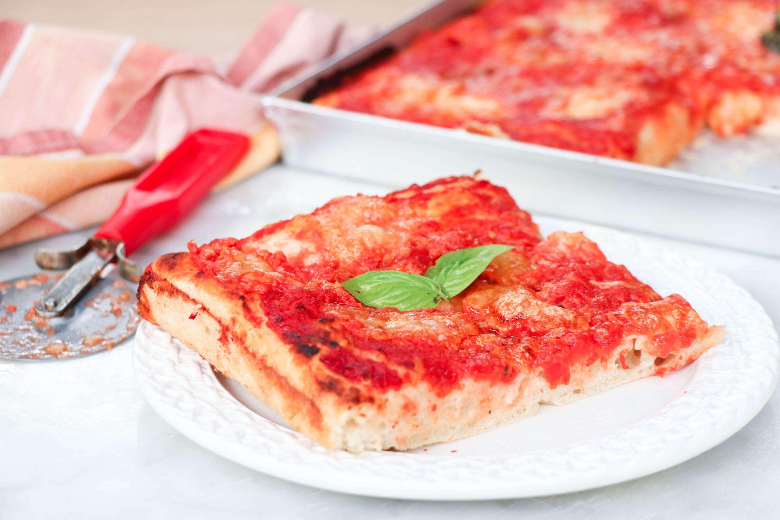 pizza-in-teglia-fatta-in-casa